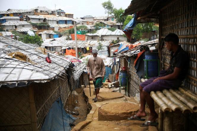 Myanmar: Hỏa hoạn lớn ở trại tị nạn của người Rohingya, 50.000 người phải sơ tán - ảnh 2