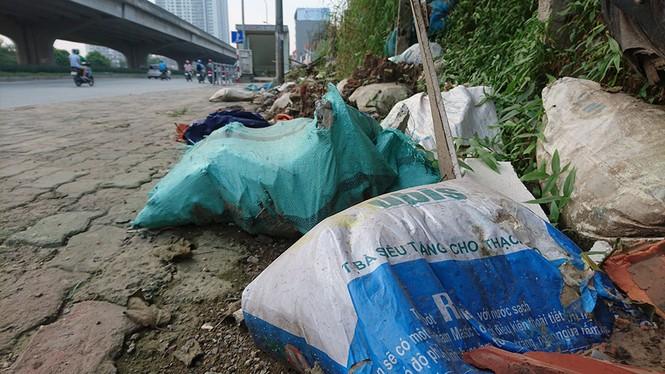 Hà Nội: Khốn khổ vì bãi rác thải nằm chình ình ngay trong nội đô - ảnh 7