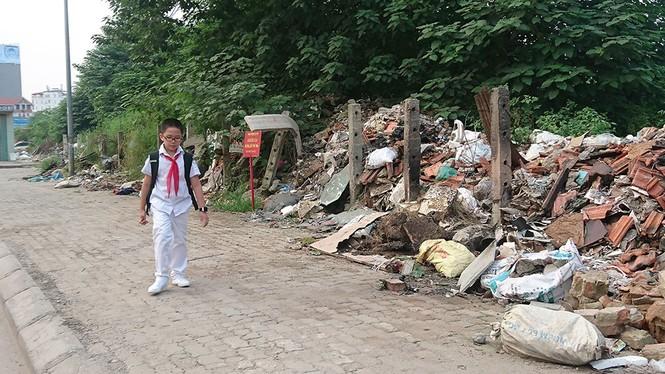Hà Nội: Khốn khổ vì bãi rác thải nằm chình ình ngay trong nội đô - ảnh 9
