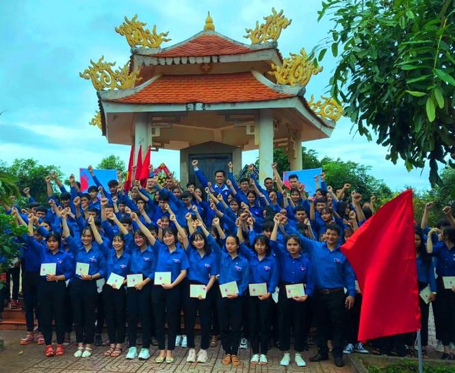 Tuổi trẻ Đắk Lắk mang niềm vui về buôn làng - ảnh 1