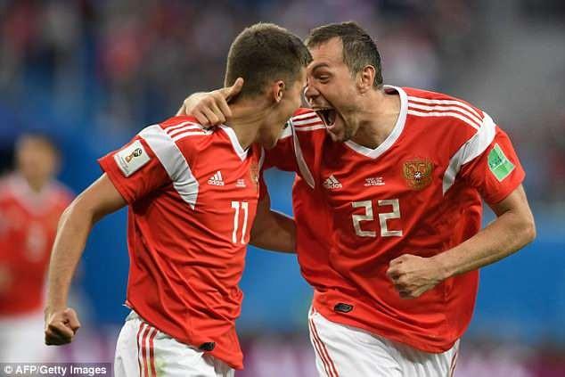 Lịch thi đấu vòng 1/8 World Cup hôm nay (1/7): 'Gấu Nga' quyết thắng - ảnh 1