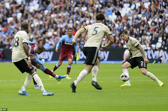 Kết quả Ngoại hạng Anh: Hàng công bạc nhược, M.U thua sốc West Ham - ảnh 1