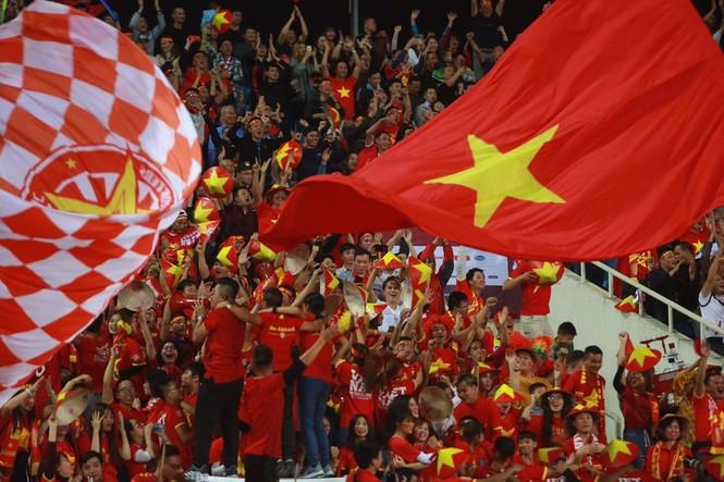 Đánh bại UAE, tuyển Việt Nam lên đầu bảng - ảnh 30