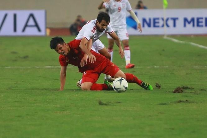 Đánh bại UAE, tuyển Việt Nam lên đầu bảng - ảnh 19