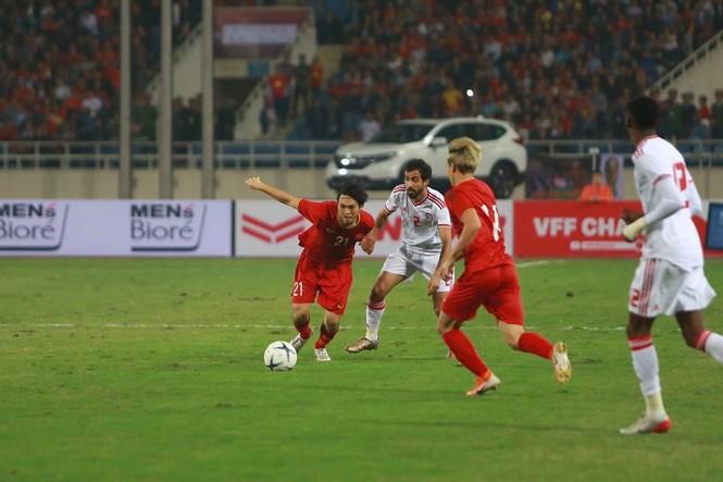 Đánh bại UAE, tuyển Việt Nam lên đầu bảng - ảnh 20