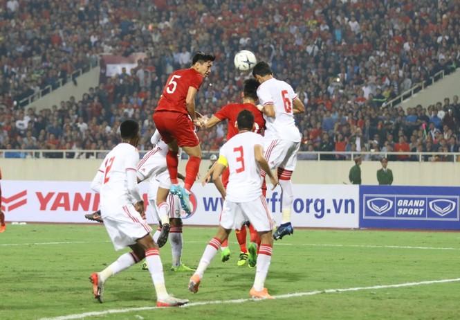 Đánh bại UAE, tuyển Việt Nam lên đầu bảng - ảnh 22