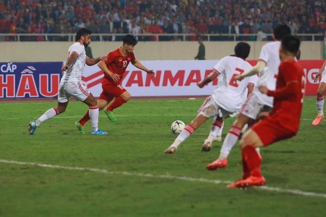 Đánh bại UAE, tuyển Việt Nam lên đầu bảng - ảnh 34