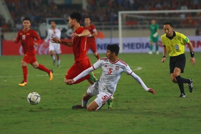 Đánh bại UAE, tuyển Việt Nam lên đầu bảng - ảnh 32