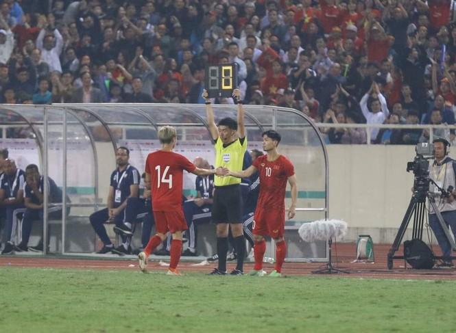 Đánh bại UAE, tuyển Việt Nam lên đầu bảng - ảnh 31