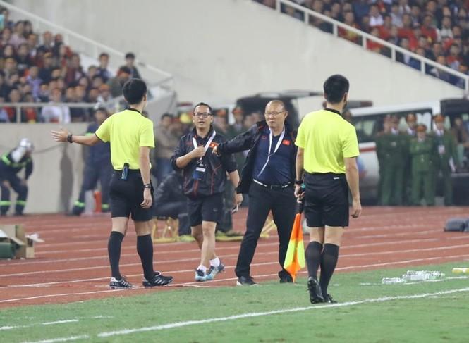Đánh bại UAE, tuyển Việt Nam lên đầu bảng - ảnh 23