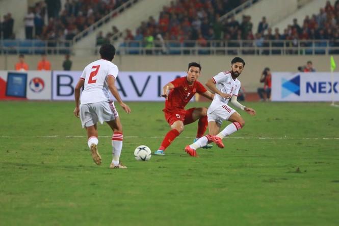 Đánh bại UAE, tuyển Việt Nam lên đầu bảng - ảnh 21