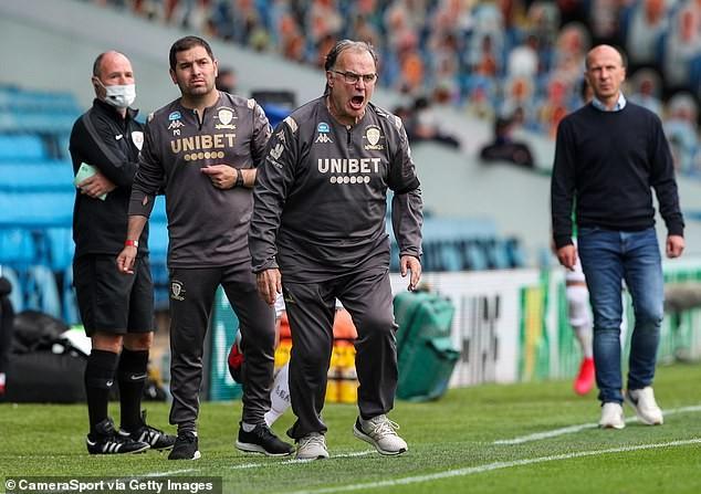 Leeds United trở lại Ngoại hạng Anh sau 16 năm vắng bóng - ảnh 1