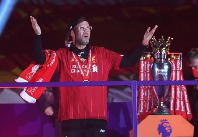 Anfield đỏ rực pháo hoa ngày Liverpool đón cúp vô địch - ảnh 9