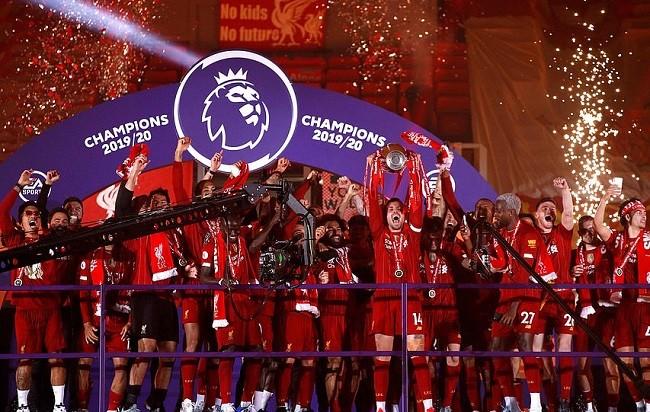 Anfield đỏ rực pháo hoa ngày Liverpool đón cúp vô địch - ảnh 3