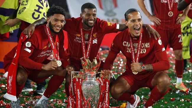 Anfield đỏ rực pháo hoa ngày Liverpool đón cúp vô địch - ảnh 8