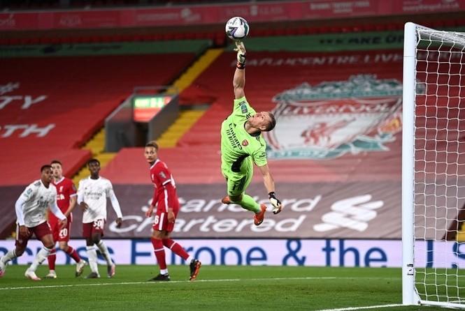 Thủ môn rực sáng, Arsenal 'đá bay' Liverpool ở cúp Liên đoàn Anh - ảnh 1