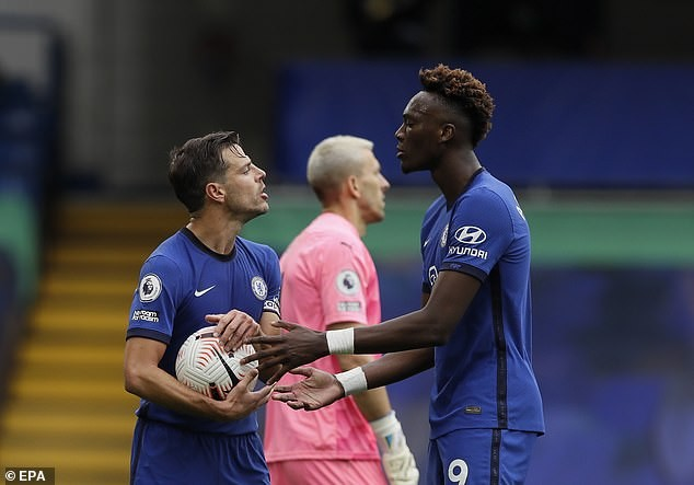 Tranh đá phạt đền, sao Chelsea nổi nóng với đội trưởng - ảnh 1