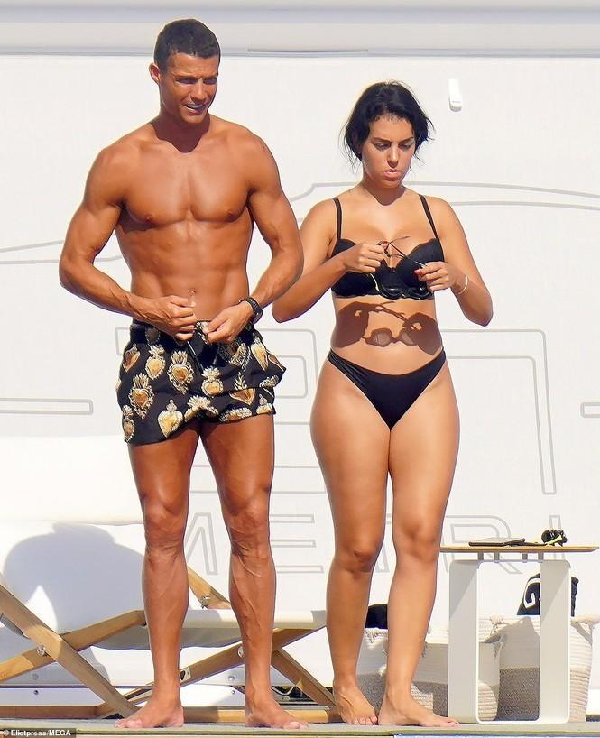 Bạn gái Ronaldo hé lộ điều bất ngờ: 'Giới thượng lưu không chấp nhận chúng tôi' - ảnh 3