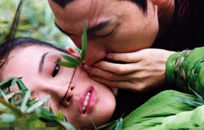 Tiết lộ lý do khiến Chương Tử Di bỏ cơm mấy ngày khi quay cảnh hôn với Lưu Đức Hoa - ảnh 2