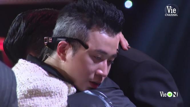 Sân khấu 'Rap Việt' ngập tràn nước mắt, Trấn Thành nhòe lệ vì những 'chiến binh tâm hồn' - ảnh 5