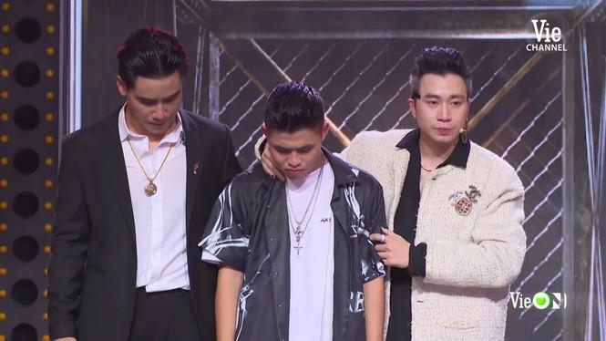 Sân khấu 'Rap Việt' ngập tràn nước mắt, Trấn Thành nhòe lệ vì những 'chiến binh tâm hồn' - ảnh 6