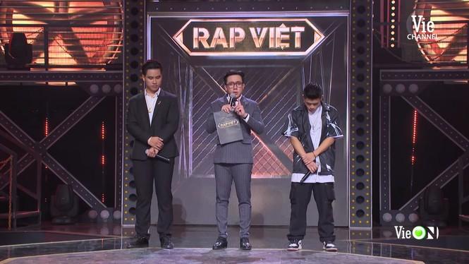 Sân khấu 'Rap Việt' ngập tràn nước mắt, Trấn Thành nhòe lệ vì những 'chiến binh tâm hồn' - ảnh 3