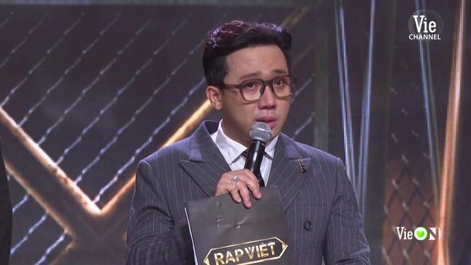 Sân khấu 'Rap Việt' ngập tràn nước mắt, Trấn Thành nhòe lệ vì những 'chiến binh tâm hồn' - ảnh 2
