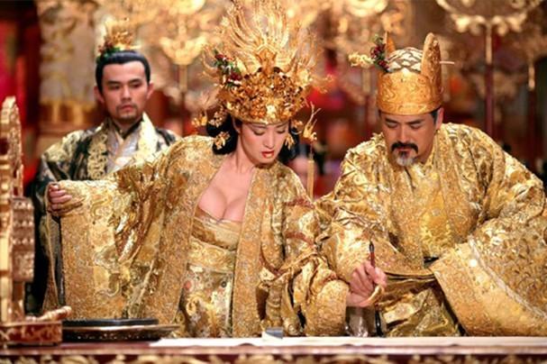 Những phân cảnh hở bạo trong 'Hoàng Kim Giáp' của Củng Lợi  - ảnh 3
