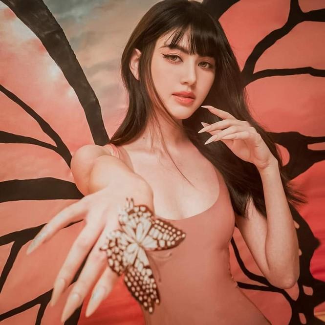 Mê mẩn ngắm 'ma nữ đẹp nhất Thái Lan' Mai Davika hóa Tiên bướm gợi cảm dịp Halloween  - ảnh 1