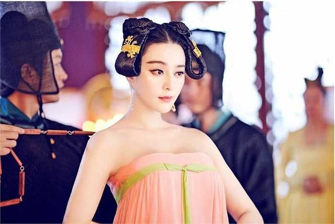 Ngắm loạt trang phục của 'Võ Mỵ Nương Truyền Kỳ' từng bị 'tuýt còi' vì hở bạo - ảnh 1
