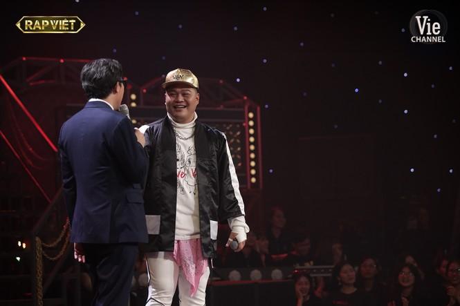 Yuno BigBoi rap 'gu của anh là Châu Á', Binz đỏ mặt khi nghe Karik gọi tên Châu Bùi  - ảnh 2