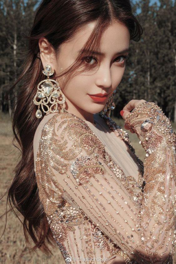 Top 10 mỹ nhân đẹp nhất châu Á, Lisa (Blackpink) 'vượt mặt' Địch Lệ Nhiệt Ba - ảnh 3