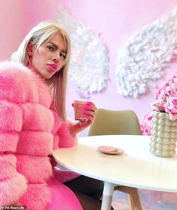 Chàng trai chật vật tìm bạn gái, chi 450 triệu đồng phẫu thuật giống búp bê Barbie - ảnh 5