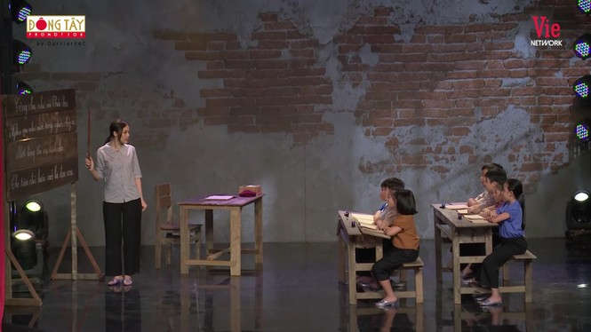 NSND Hồng Vân bật khóc nức nở kể lại chuyện ngày đi học bị bắt nạt - ảnh 1