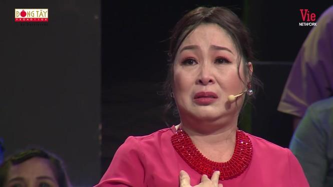 NSND Hồng Vân bật khóc nức nở kể lại chuyện ngày đi học bị bắt nạt - ảnh 2