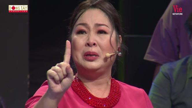 NSND Hồng Vân bật khóc nức nở kể lại chuyện ngày đi học bị bắt nạt - ảnh 3