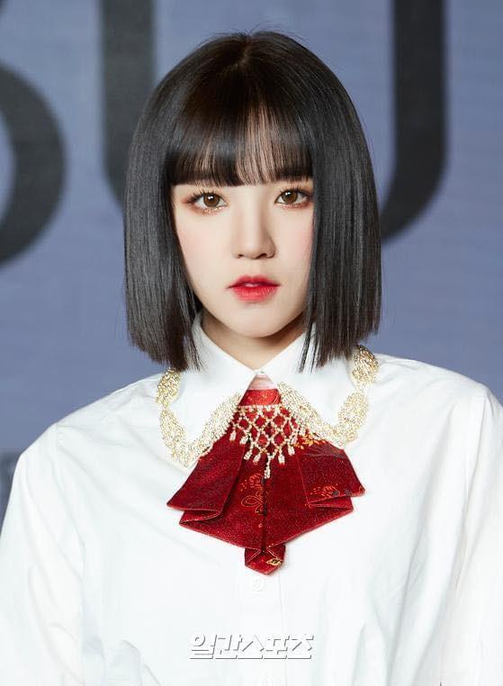 'Thiên thần lai' Hàn Quốc bị chụp trộm ảnh thay đồ khi dẫn sự kiện  - ảnh 12