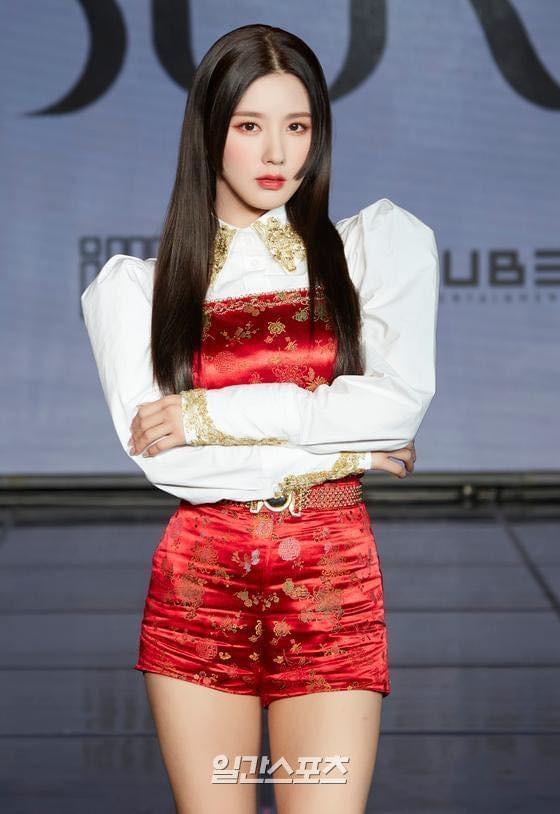'Thiên thần lai' Hàn Quốc bị chụp trộm ảnh thay đồ khi dẫn sự kiện  - ảnh 13