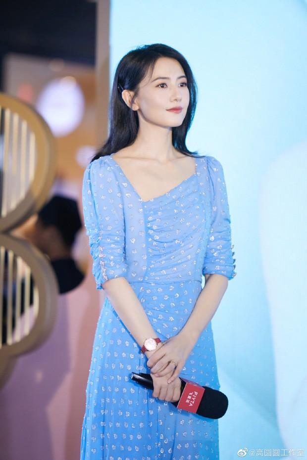'Lệnh Hồ Xung' kinh điển tuổi 54: Không con cái, phải livestream bán quần áo - ảnh 8