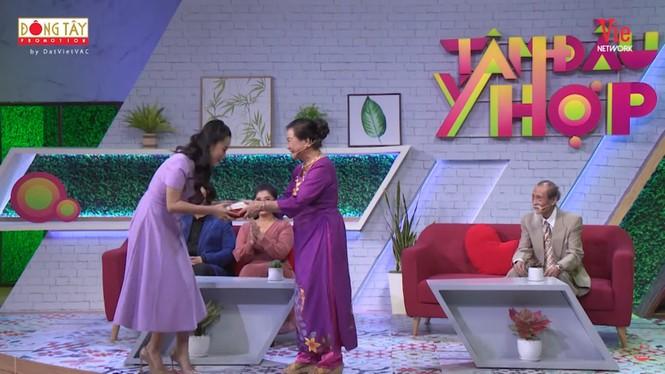 Lâm Vỹ Dạ xúc động rơi nước mắt khi nhận quà từ NSƯT Thanh Dậu sau 12 năm - ảnh 1