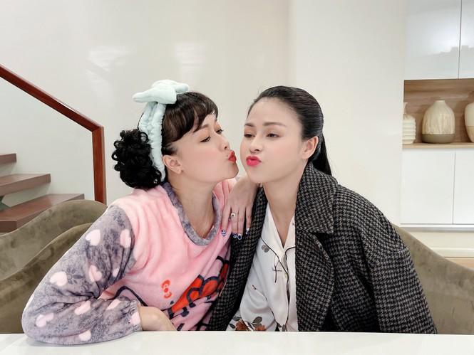 Vân Dung chia sẻ hình ảnh hóm hỉnh hậu trường phim 'Hướng Dương Ngược Nắng' - ảnh 4