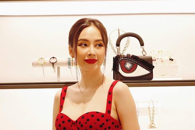 Angela Phương Trinh khoe ngực đầy quyến rũ với váy 2 dây xẻ sâu - ảnh 5