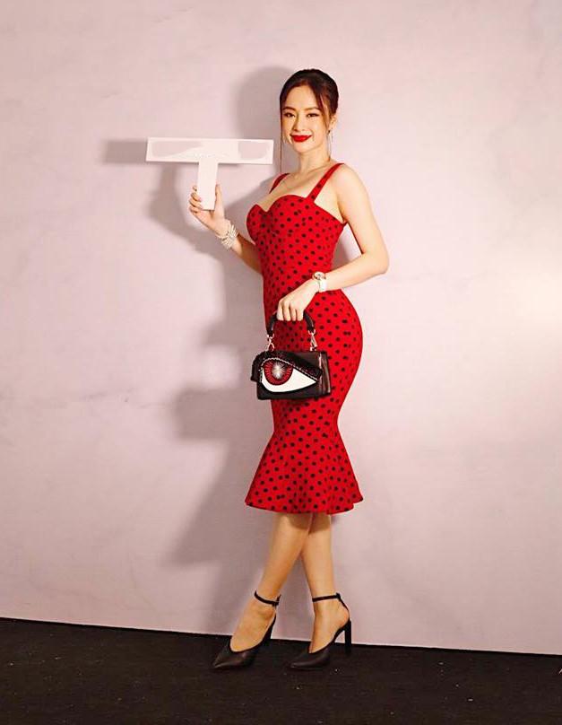 Angela Phương Trinh khoe ngực đầy quyến rũ với váy 2 dây xẻ sâu - ảnh 3