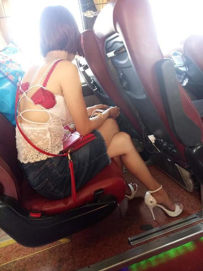 Trang phục như đi biển ở siêu thị, người phụ nữ bị chỉ trích về 'văn hoá ăn mặc' - ảnh 3