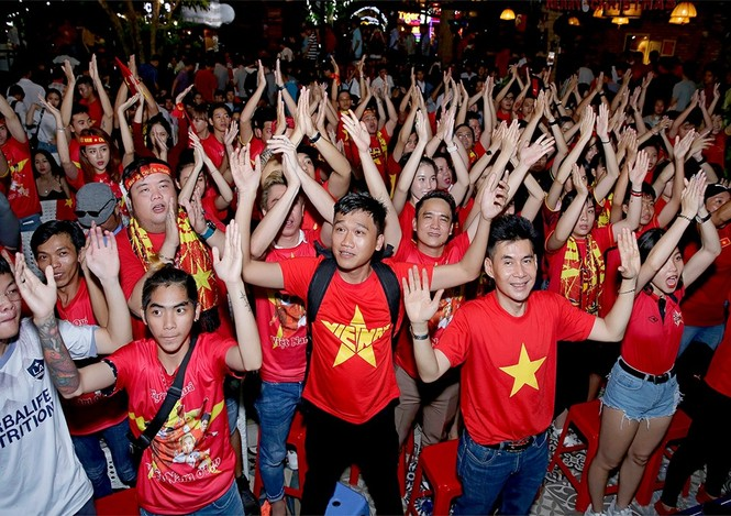 Nhiều sao Việt được phong 'thánh dự đoán tỉ số' khi Việt Nam thắng Indonesia - ảnh 13