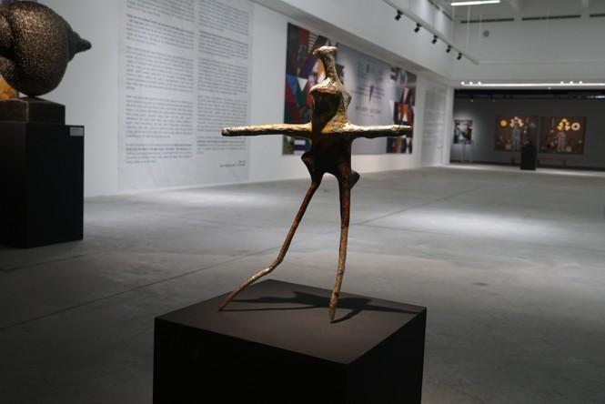 Ngắm những tác phẩm điêu khắc độc đáo của các nghệ sĩ tiêu biểu châu Á  - ảnh 4