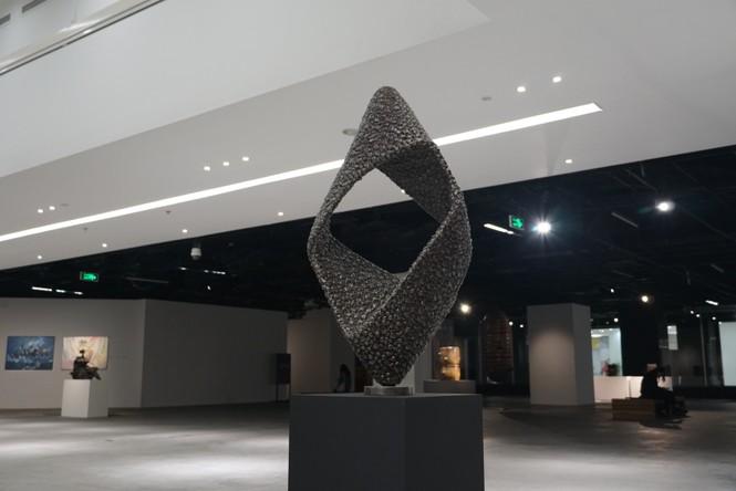 Ngắm những tác phẩm điêu khắc độc đáo của các nghệ sĩ tiêu biểu châu Á  - ảnh 5