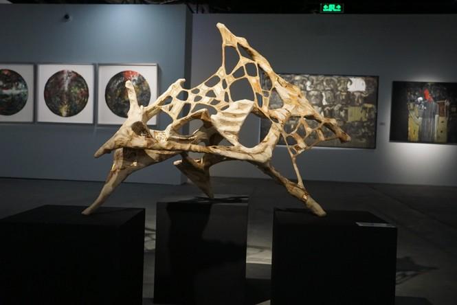 Ngắm những tác phẩm điêu khắc độc đáo của các nghệ sĩ tiêu biểu châu Á  - ảnh 7