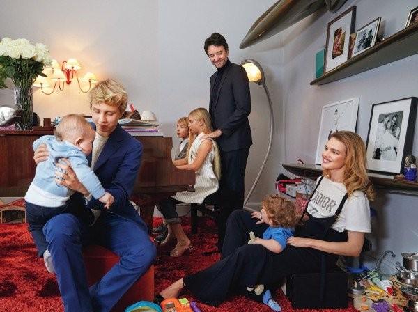 Hành trình từ cô bé bán rong thành 'Lọ lem nước Nga' của con dâu nhà Louis Vuitton danh giá   - ảnh 13