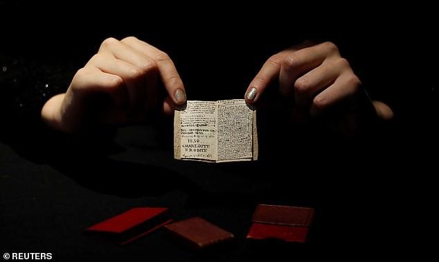 Vì sao cuốn sách nhỏ bằng bao diêm có giá 20 tỉ đồng? - ảnh 1